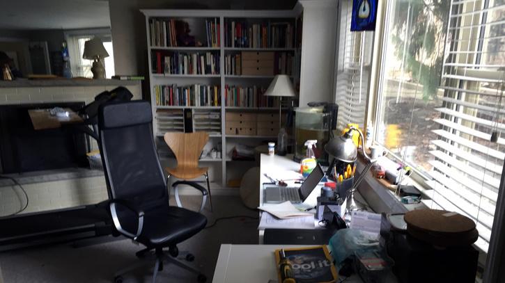 my-desk-2016-01.jpg